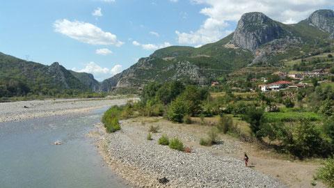 Am Flussbett der Skrumbini bei Librazhd