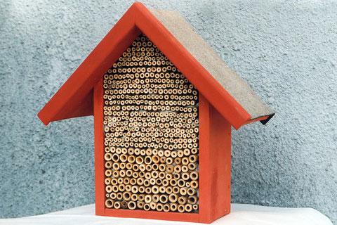 Wildbienenhotel aus Bambusschilf
