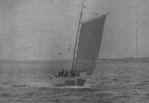 Sloup de passage immatriculé à Roscoff R229 avant 1900, en 1910 les bateaux de passage n'ont pas changé