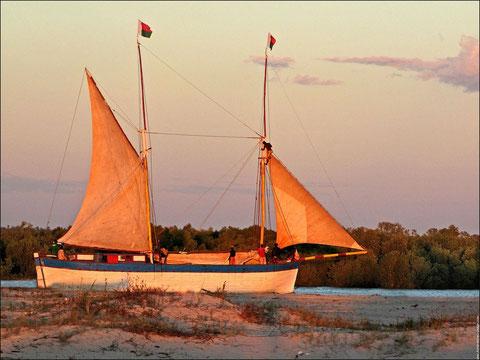 Goélette de cabotage de Madagascar, la construction  des caboteurs à voile Malgache s'est certainement inspirée de voilier comme la Lucienne