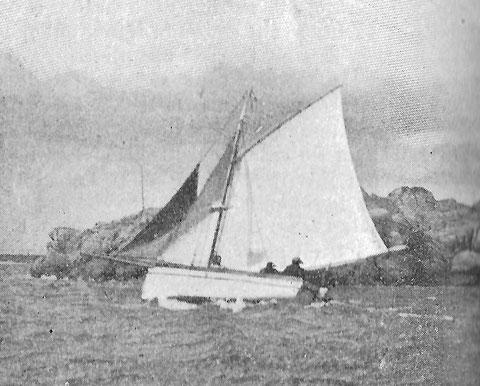 A l'île de Batz les yachts étaient rare, le Foederis Arca  à M. Noel, en régate en 1902, photographie du journal le Yacht