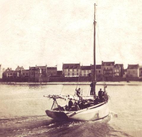 L'Ariel II à Esprit le Mat, grand cordier motorisé de Roscoff  participa à ce sauvetage
