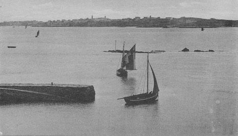 Départs des bateaux du Vil à pleine mer, ils seront vite rendu à l'île sur un seul bord de grand largue par vent de sud