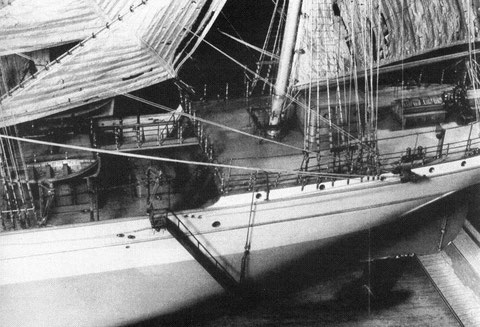 Pour l'exposition universelle de 1900, les chantiers de la Loire firent construire une superbe maquette du Mac Mahon. Vue de la dunette, la chambre de veille est juste en arrière du mât d'artimon