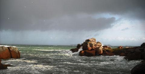 Temps à grain avec fort vent de nord-ouest à Ploumanac'h