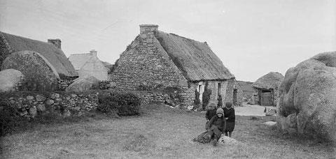 Petites maisons de Pontusval  ( photo Noel le Boyer vers 1930)