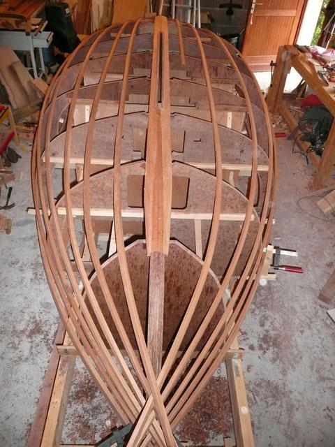 Les formes du bateaux sont matérialisées par les lisses
