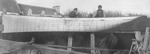 Le Roscovite en fin de construction au chantier Kerenfors,  ses formes présagent des cordiers de Roscoff, que le chantier construira quelques années plus tard
