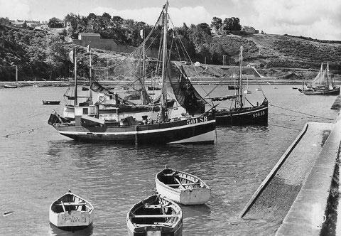Le port du Légué dans les années 50 certains bateaux de pêche à moteur ont encore des formes de voiliers