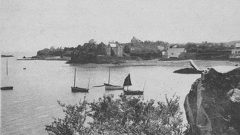 Trois canots à misaine au mouillage à la sortie du port de Loguivy, ces canots bien toilé avec un bout dehors assez long et un tapecul bordé sur queue de malet  semblent plus fort que les autres canot du Trégor