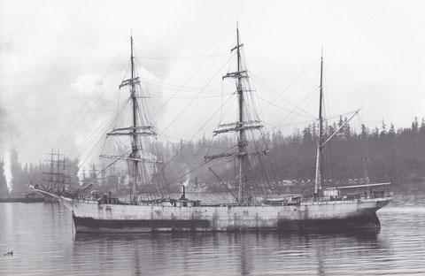Le trois-mâts barque  Mezly en escale sur la côte ouest des état unis, sa peinture est bien défraichie par des mois de mer
