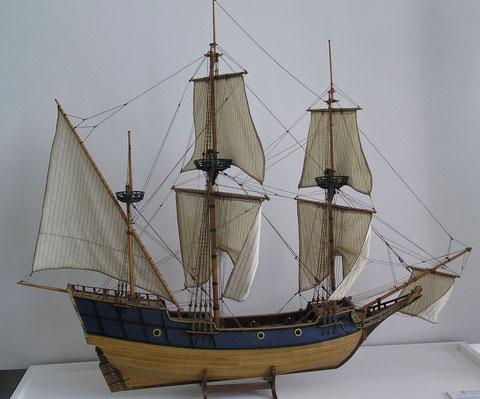 Le Don de Dieu autre navire des premières navigations vers le Canada maquette construite par Christian Donguy Musée de Royan, par manque de documentation d'époque, cette maquette reste une hypothèse