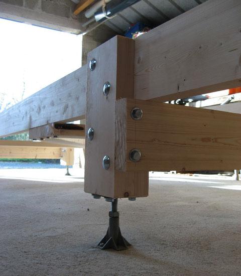 Un pied du bâti permettant de le régler de niveau