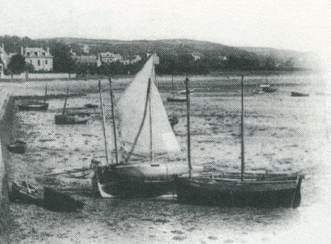 Le 12 aout 1900, à basse mer à la rade, le second flambart qui n'est pas béquillé est le pilote de Perros P2 à Pierre le Gac