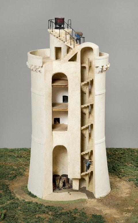 Maquette du phare du stiff, plus haut de 8m que celui projeté à l'île de Batz, le feu fonctionne au  charbon et au bois (musée des phares d'Ouessant)
