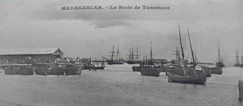 De nombreux voiliers au mouillage bien abrité de la rade de Tamatave