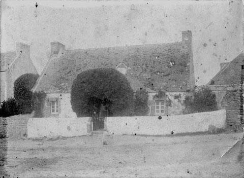 Maison d'Yves Floch au Creac'h Bihan, cette maison a été détruite en 1913 pour construire la maison actuelle.