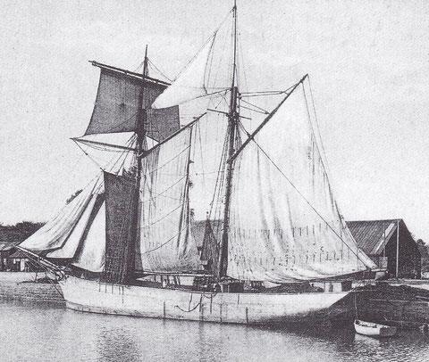 Goélette islandaise typique  voiles établies au quai à Paimpol, sous le hunier, la fortune envoyé grâce à 3  carthahus