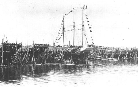 Le 27 juin 1903, le Français est prêt à être lancer à la pleine mer au Société des chantiers et constructions navales de Saint-Malo, l'activité du chantier Gautier est à son apogée, 4 navires sont en membrures