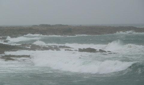 Rivage nord de la pointe de Toul ar Staon, à basse mer par coup de vent de sud-ouest, le lieu du naufrage, on comprend que la goélette a été entièrement détruite rapidement