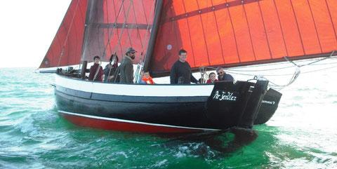 A bord d'Ar Jentilez, un goémonier de course, en navigation associative