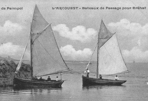 Les  jolis sloups de passage de Bréhat sont à tableau ou à voute, ils sont grée sans foc sur bout-dehors le matelot serre la trinquette sur l'était pour la prise de cale