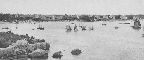 Pour le départ des régates, pas moins de sept flambarts dans le port de Brignogan