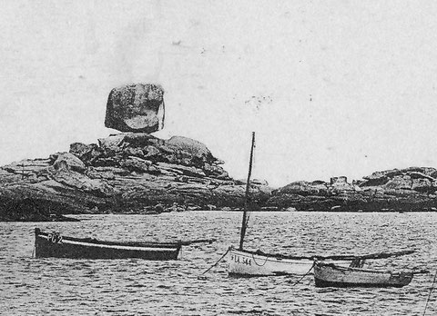 Le canot pilote de Ploumanac'h (PG2) au mouillage au Coz Pors  à Trégastel, ces deux mâts sont affalés, un bien modeste canot pour faire un sauvetage à 7 milles au large par  forte brise