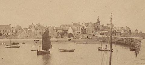 Le fond du port vers 1890  vu du quai, une place triangulaire sera crée peu après