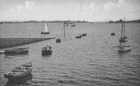 La cale de Port-Blanc, vers 1920, au second plan l'île Saint-Gildas