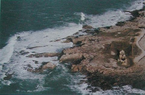 La carrière littorale de la pointe de Toul ar staon , la ruine est la forge et une maison abri pour les carriers, un échouage à cet endroit est forcement fatal  (photo UTL Lannion)