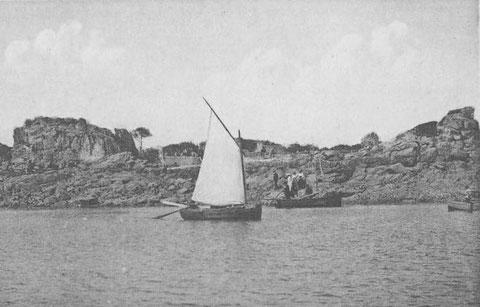 Port Blanc, débarquement à l'île saint Gildas, cette misaine  neuve est étonnement presque entièrement à l'arrière du mât