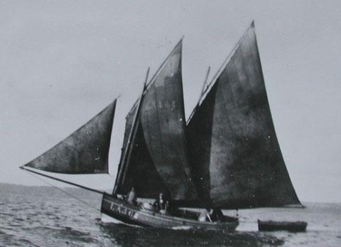 Le gréement extrême de La Marie construite en 1928 au chantier Sibiril de Carantec