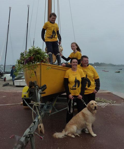 L'équipage vêtu de ses beaux tee-shirts jaunes est prêt