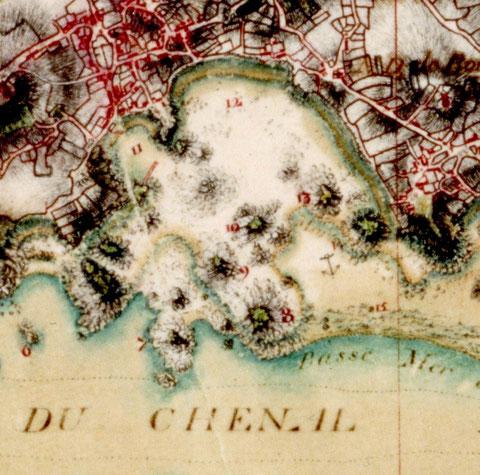 Extrait de la carte des ingénieurs du Roi vers 1780, on voit bien toutes les îles du port soulignées de couleur verte : Le kefenn,  Men Toul, Enez Trêz, ar Vil Vihan, Gwelan(9),  Kernoc'h(10), Malvoc'h(8), l'île aux agneaux(13), l'île aux moutons(14)