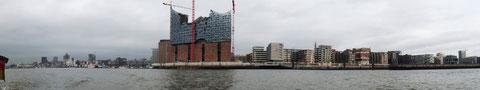 Hamburg Baustelle Elbphilharmonie vom Wasser aus gesehen