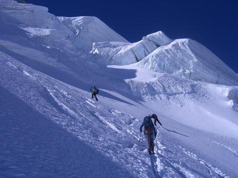 Frühmorgendlicher Aufstieg zum südlichsten Viertausender der Alpen