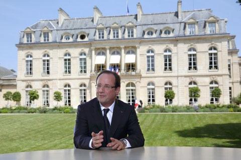 Monsieur François Hollande le Président de la République   voir site www.maisonnonconforme.fr
