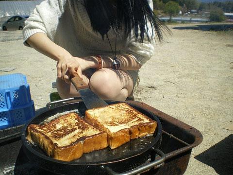 焼き肉後のフレンチトースト鉄板プレス料理
