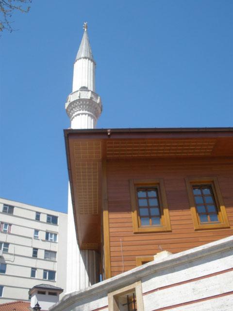 В Стамбуле очень много мечетей - почти в каждом квартале ...
