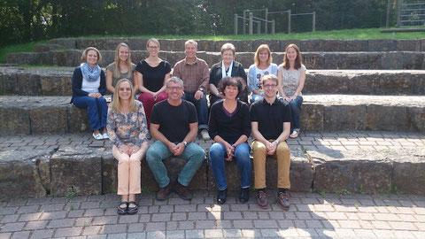 Das Lehrerkollegium im Schuljahr 2013/14: Hr. Aschenbrücker, Fr. Bug, Fr. Frank, Fr. Heitz, Fr. Knöchelmann, Fr. Kovarna, Fr. Linder, Fr. Nent, Hr. Plur, Hr. Risch, Fr. Smyczeck
