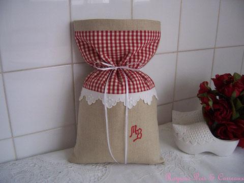 Sac /Pochon Campgne Chic de lin et de Broderies  -17euros (frais de port compris)- réf: Sac 0429141