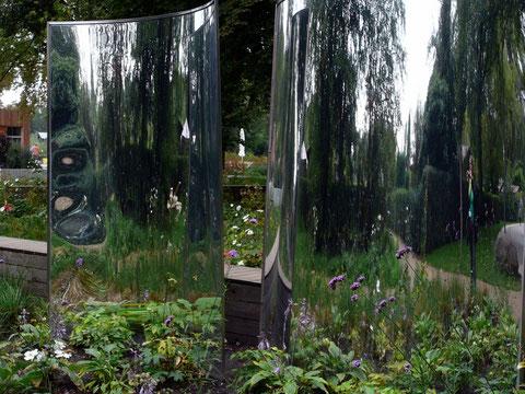 Zerr-Spiegel mit Lücken für die reale Welt, -spannende Einsichten!