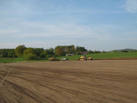 Und dann ist es Vollbracht: Firma Hartwig Niebuhr hat die Fläche Hervorragend hergerichtet um den neuen Fußballplatz weiter zu erstellen. Danke Hartwig!!!!!!!