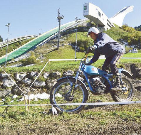 der österr. Vielfachmeister und WM-Veteran Joe Wallmann, am Fuße der Olympiaschanze in Garmisch-Partenkirchen. Image: E. Diestinger, 2013