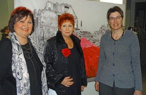 Sie prägten die Vernissage (von links): Elke Marita Stuckel-Lotz, Biggi Slongo, Regierungsrätin Marianne Lienhard. (Bilder: p.meier)