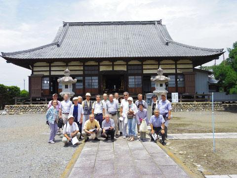 重忠公の菩提寺で記念撮影