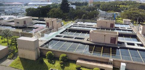 水質浄化の役割を果たす沈殿池(川井浄水場)