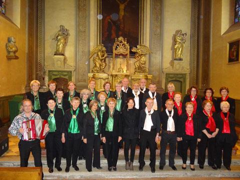 """la chorale 'LE VOCI DEL SOLE"""" dans le choeur de l'église de Tournefeuille"""