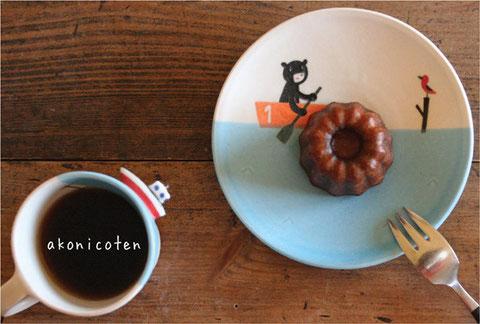 珍しくお菓子など置いたりコーヒー入れたりしてみました